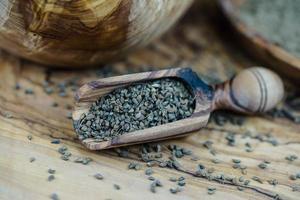 graine d'anis sur bois d'olivier photo