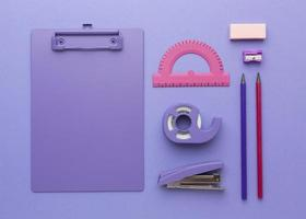 arrangement de fournitures scolaires vue de dessus photo