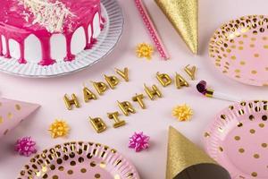 cupcakes de fête d'anniversaire avec des bougies photo