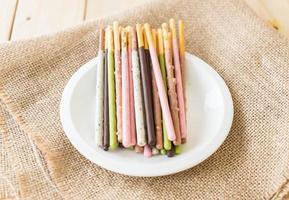 bâton de biscuit aux saveurs mélangées photo
