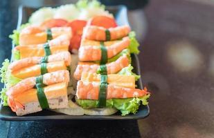 salade vietnamienne aux crevettes et oeuf photo