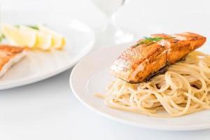 sauce crème spaghetti au saumon grillé photo