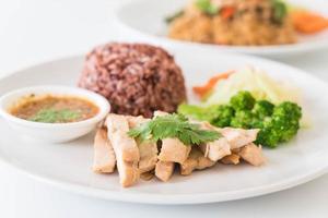 poulet rôti et légumes avec riz aux baies - nourriture propre photo