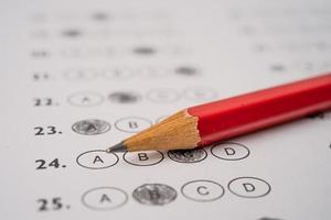 feuilles de réponses avec remplissage de dessin au crayon photo