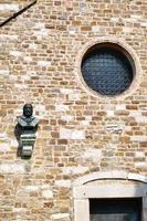 détail de la façade de st. église giusto à trieste. photo