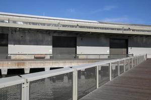 façades de hangars dans le port de san francisco photo