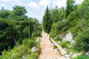 sentier pédestre du sommet du mont sdr à la vieille ville de dubrovnik photo