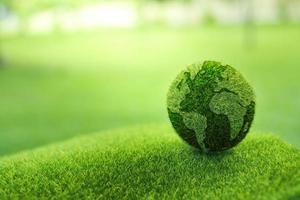 fermer la terre sur fond vert photo