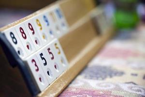 jeu de carrés de rami traditionnel anatolie nommé okey photo