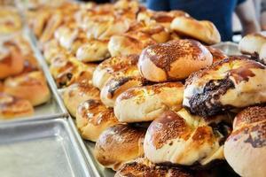 délicieuses pâtisseries salées pour le petit déjeuner photo