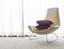 bel oreiller de luxe sur la décoration de canapé dans le salon photo