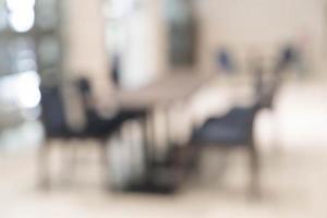 table vide de flou abstrait pour le fond de salle à manger photo