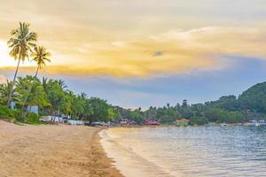 incroyable plage de l'île de koh samui et paysage coucher de soleil panorama thaïlande. photo