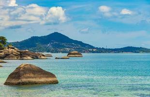 belle vue panoramique depuis la plage d'argent de koh samui en thaïlande. photo