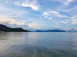 plage de bo phut île de koh samui, vue sur pha-ngan. photo