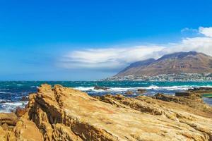 Paysage côtier rocheux à false bay, Cape Town, Afrique du Sud photo