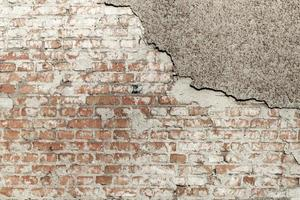 Grunge mur de briques avec stuc en lambeaux photo