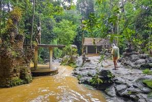 statues à la cascade de tar nim et au jardin magique secret sur koh samui, thaïlande photo