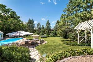 jardin d'une maison canadienne de luxe photo