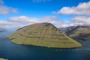 une belle journée sur la montagne klakkur sur les îles féroé photo