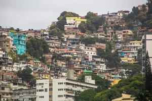 vue sur la colline de vidigal à rio de janeiro. photo