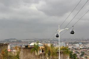 Ancien téléphérique du complexe de bidonvilles allemand complexo do alemao à rio de janeiro, brésil photo