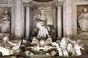 La fontaine de Trevi à Rome, Italie photo