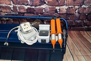 boîte à outils avec matériel électronique et équipement pour l'installation photo