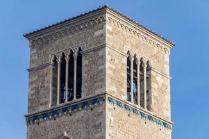 clocher de l'église de san francesco in terni photo