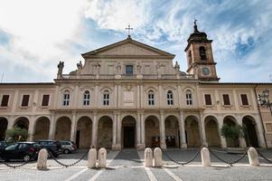 cathédrale terni dans le centre historique de la ville et ses sculptures photo