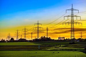 poteaux électriques de puissance industrielle à haute tension post-énergie photo