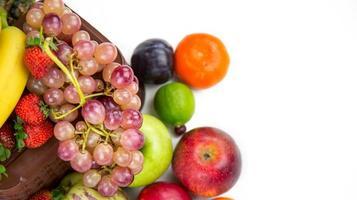 mélange de fruits d'aliments biologiques végétariens photo