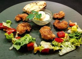 crevettes et légumes frais rôtis photo