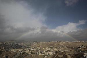 arc-en-ciel sur une vue de la vieille ville de jérusalem photo