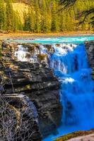 chutes athabaska, parc national jasper, alberta, canada. photo