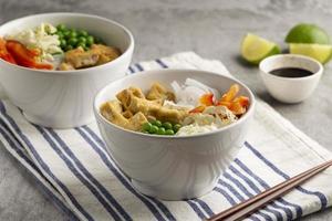 arrangement avec un délicieux repas végétalien photo