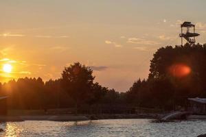vue sur le coucher du soleil au centre national d'eau vive en caroline du nord photo