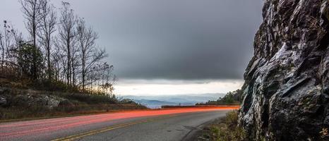 Les champs de cimetière donnent sur les montagnes enfumées en Caroline du Nord photo