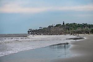 plage et phare de l'île de chasse en caroline du sud photo