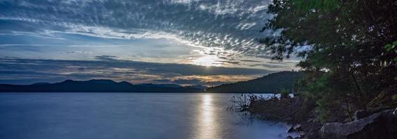 lever du soleil sur le lac jocassee caroline du sud photo