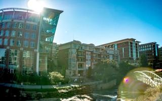 Greenville Caroline du Sud sur la rivière Reedy au centre-ville photo