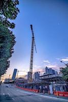construction de grande hauteur dans une grande ville tôt le matin photo