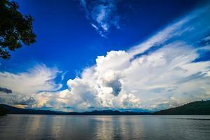 belles scènes de paysage au lac jocassee caroline du sud photo