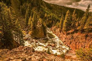 Rivière Firehole et cascades à Yellowstone dans le Wyoming photo