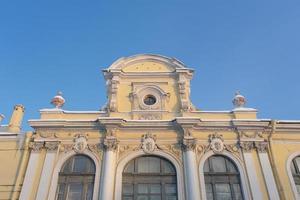 façade pittoresque d'une ancienne maison historique à st. petersbourg russie photo