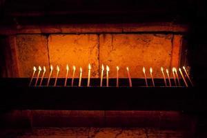 bougies dans l'église, terre sainte, israël photo