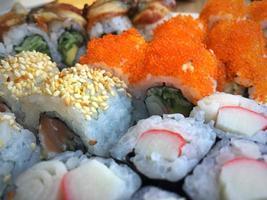 sushi de fruits de mer traditionnel du japon photo