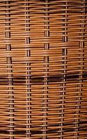panier traditionnel en paille en bois naturel photo