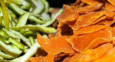 fruits sucrés séchés biologiques sains et délicieux photo