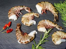 crevettes royales tigrées noires à griller photo